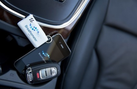 Алкотестер Breathometer для iPhone