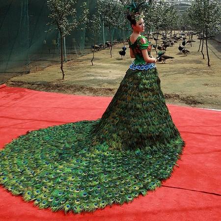 Платья из перьев