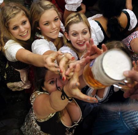 Любители пива ликуйте! В Мюнхене открылся ежегодный пивной фестиваль Октоберфест — фото 21