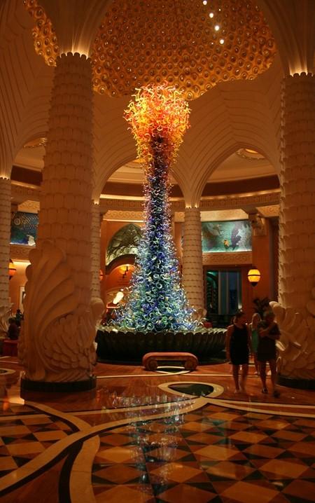 Елка из муранского стекла в одном из отелей Арабских Эмиратов