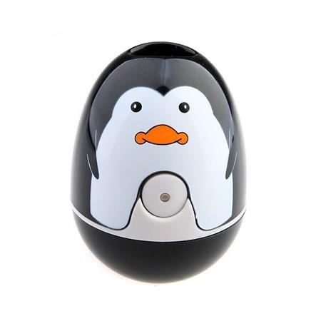 Этот забавный пингвиненок обезоружит бактерии на зубной щетке в мгновение ока