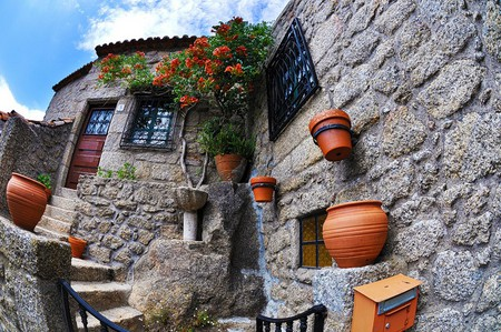 Дома из камня, под камнем и вокруг камня. Удивительная деревня Монсанто — фото 5