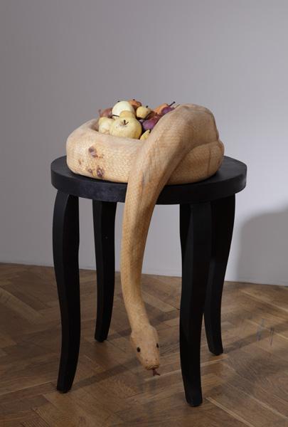 Lady Bug  - скульптура из божьих коровок. Творение  Габора Фулоба — фото 11