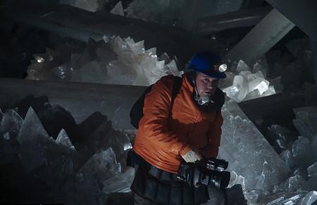 Почти 100%-ная влажность и высокая температура (+50С) не позволяют находится в пещере более 30 минут