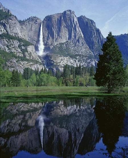 В Йосемити есть много водопадов, но один из них отличается от других