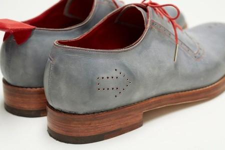 Сенсор в левом ботинке и магнит в правом показывают, когда запускается GPS