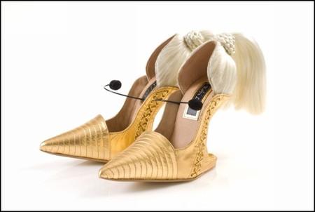 Туфли в париках
