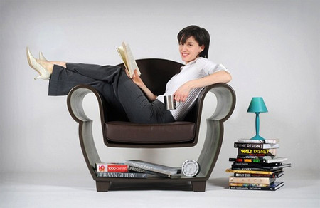 Люибмые книги и журналы не под рукой а под ногами )