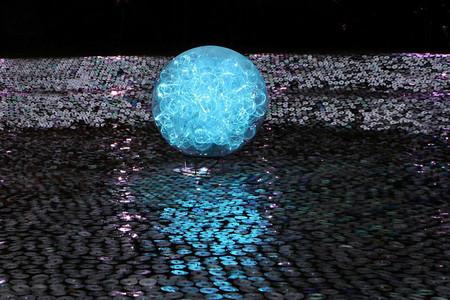 Основной материал — опто-волокно, стеклянные сферы и компакт диски