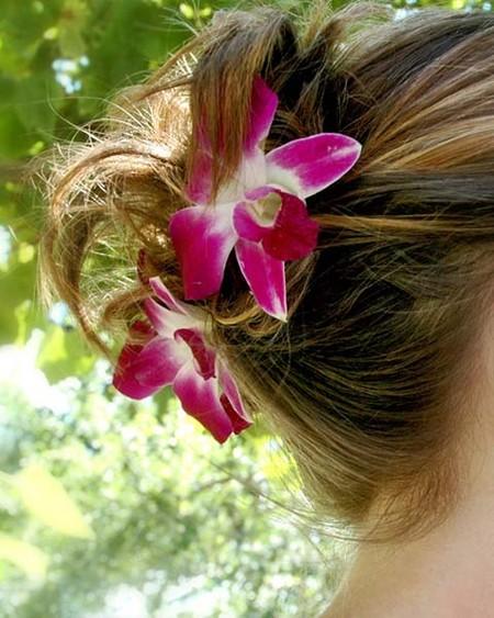 Весенний тренд: цветы в волосах — фото 5