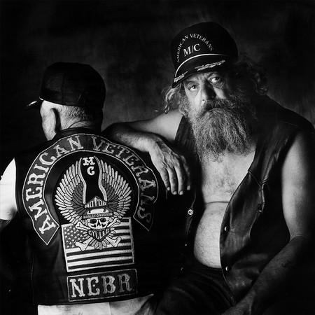 """Джейс Фолкнер по прозвищу """"Джимбо"""" и Джо Тиммс по прозвищу«Джей-Ти». Коламбус, Небраска. Мотоцикл Harley-Davidson Wide Glide и Harley-Davidson Sportster, 1981"""