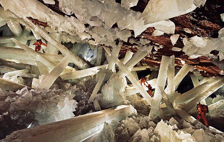 Пещера с огромнейшими кристаллами