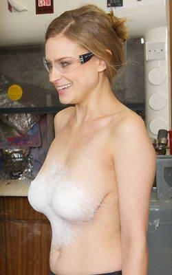 Фантастика стала реальностью: Жидкая одежда из спрея! — фото 12