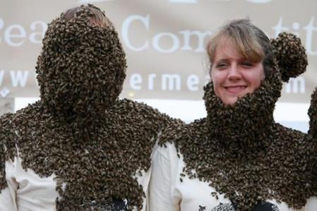 Есть среди пчеловодов и женщины оказывается