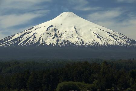 Можно увидеть самый настоящий вулкан — Вилларика