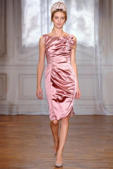 Платье-футляр нежного пастельного оттенка