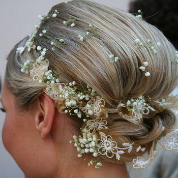 Цветы в волосах обязательный атрибут невесты