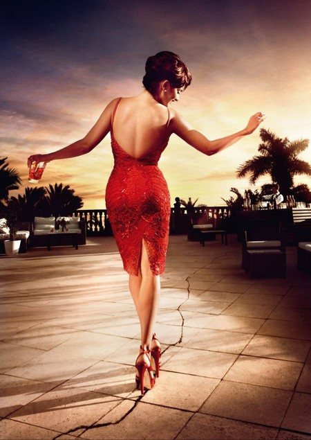 Красная страсть: Пенелопа Круз в итальянском календаре Campari — фото 11