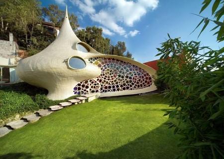 Находится дом-ракушка в Мексике