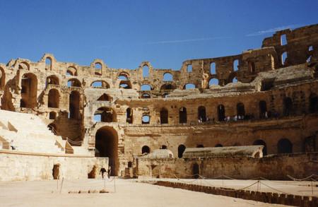 Руины форума с Капитолием II-III вв н.э — Дугга