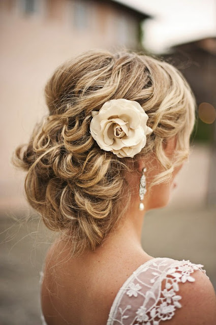 Весенний тренд: цветы в волосах — фото 26