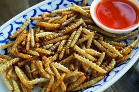 По вкусу бамбуковые черви напоминают попкорн и очень питательны