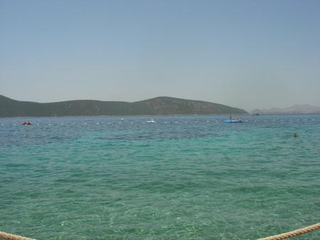 (на фото видно греческий остров Кос — на него есть экскурсии из Бодрума, но нужен шенген)