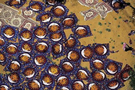 Джайпур, Индия. Сушка свежеокрашенных ковров.