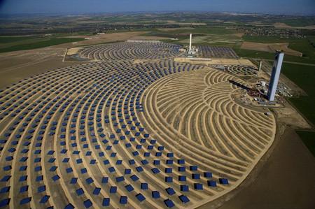 Андалусия, Испания. Солнечная тепловая электростанция в Санлукар-ла-Майор.