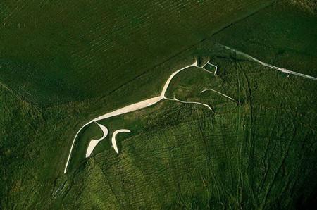 Уффингтонская белая лошадь — 110-метровая меловая фигура в английском графстве Оксфордшир. Возраст около 3000 лет.