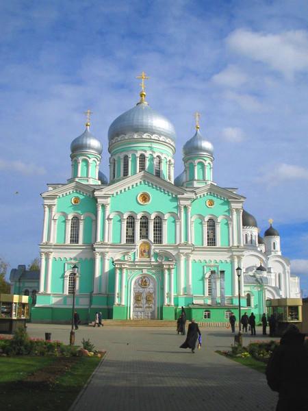 Троицкий собор Серафимо-Дивеевского монастыря.