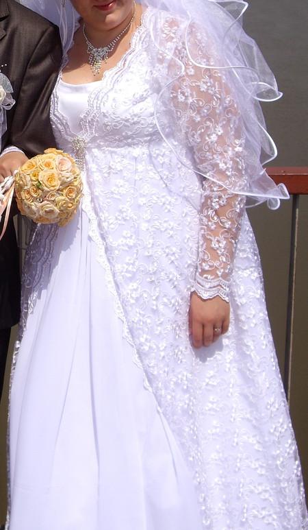 На ветру платье очень красиво раздувалось.