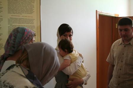 При входе в крестильню
