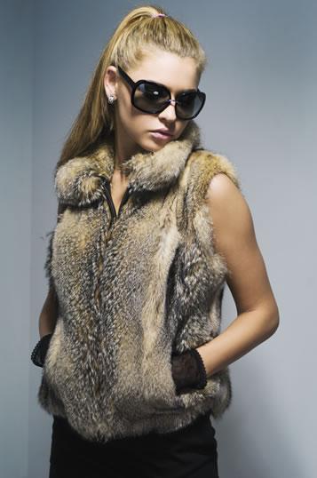 Главный атрибут модного сезона - меховой жилет — фото 1