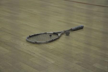 Мяч для сквоша 40 мм в диаметре, ракетка 686 мм в длину и 255 мм в ширину