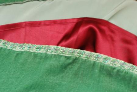 Цвет подкладки идентичен цвету пояса