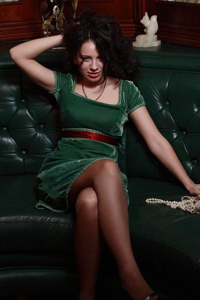 Коктейльное платье нестандартного цвета