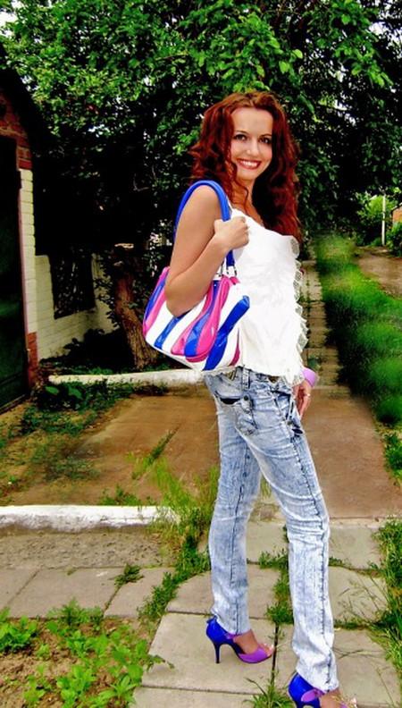 Модные тенденции в 2010-2011: яркая сумка и яркая обувь — фото 1