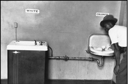 """Автор: Эллиот Эрвис, США, 1950 год<br /> """"Белые и цветные"""""""
