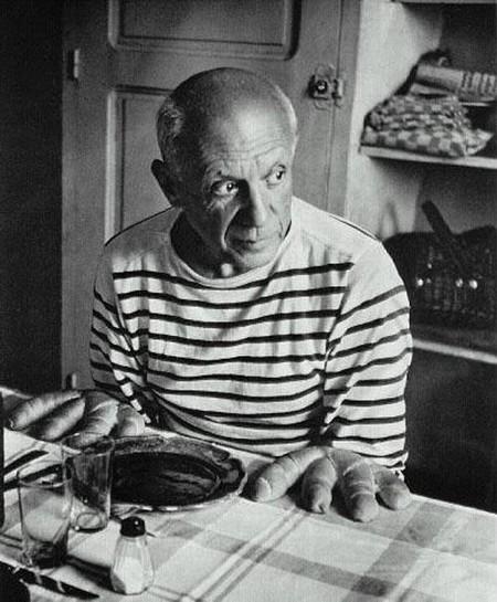 """""""Посмотри на хлеб! Всего только четыре пальца!""""- сказал Пабло Пикассо своему другу- фотографу Дувануоши… Вот почему я и решил назвать этот фотоснимок """"Пикассо"""", — рассказал фотограф..."""