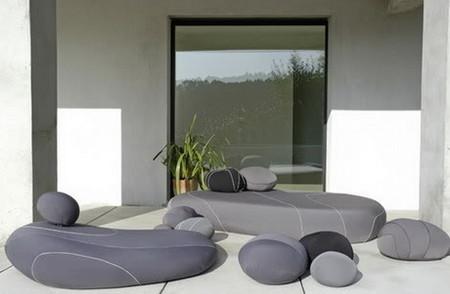 Подушки в виде природных камней