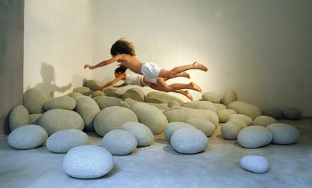 Каменные формы, в сочетании с каменным цветом ткани, и верно подобранной формой на самом деле вводят нас в замешательство. Ведь они точное подобие природ.