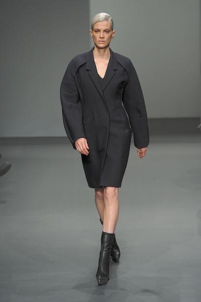 Пальто в стиле Коко Шанель  зимы 2010 — фото 1