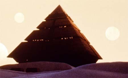 На первый взгляд простая пирамида, оказалась далеко непростой станцией
