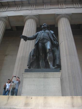 Памятник Джорджу Вашингтону на Уолл-Стрит
