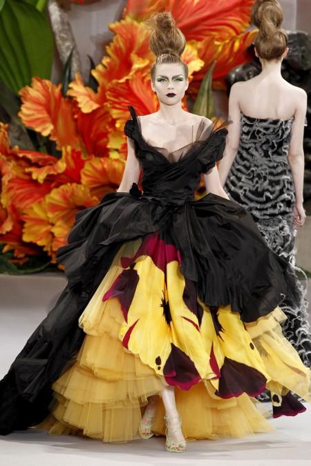 "Кринолин в коллекции <a name=""page-break""></a> Christian Dior Осень-зима 2010-2011"