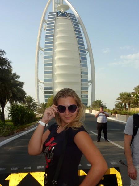 За мной башня в виде паруса Бурж аль Араб
