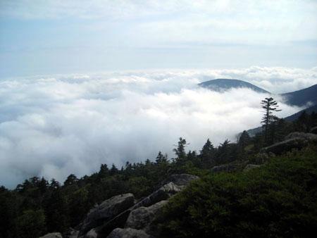 Мы на вершине Пидана – поднялись выше облаков :)