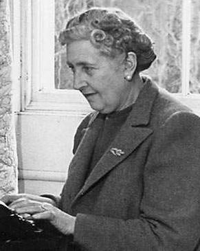 Этому персонажу Агата Кристи посвятила 12 романов, что является достаточной аргументацией отсутствия гендерных различий перед поиском истины.