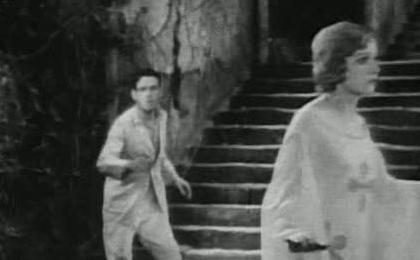 Так начиналась «кинокарьера» зомби – в основном это ленты о шаманах Вуду и о простых покойниках или одурманенных персонажах ими управляемых.